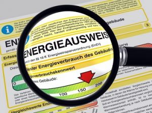 Energieausweis mit Lupe